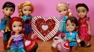 Valentine's day 2021 ! Elsa & Anna toddlers at school - Barbie is the teacher - heart crafts